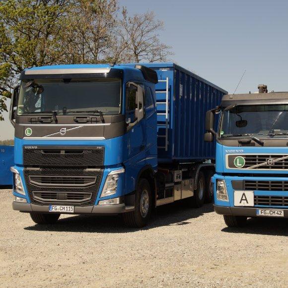 2 Lkw mit Container